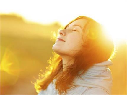 लॉकडाउन का उठाएं भरपूर फायदा, धूप में बैठकर पूरी करें विटामिन-D की कमी