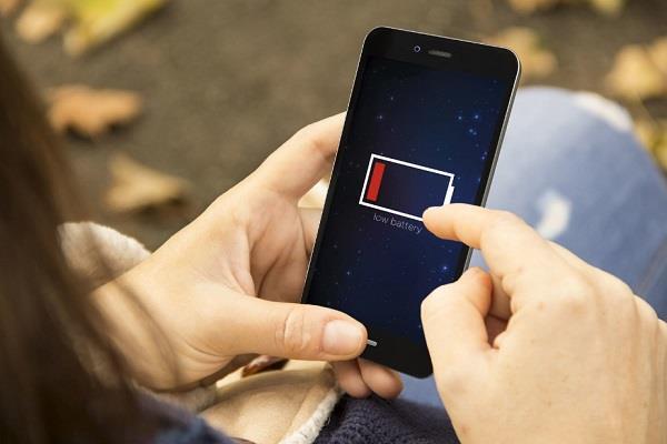 गर्मियों में स्मार्टफोन को चार्ज करते समय रखें इन बातों का ध्यान