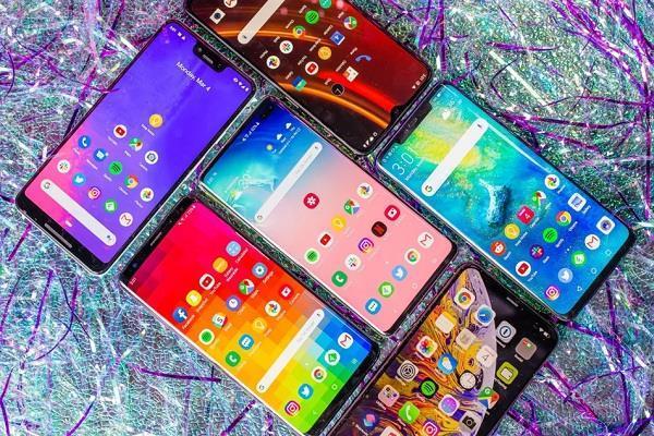 लॉकडाउन खत्म होने के बाद बाजार में आ जाएगी स्मार्टफोन्स की बाढ़: रिपोर्ट