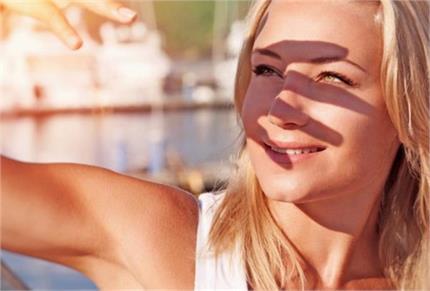 धूप सेंकने से पहले सनस्क्रीन लगाना ना भूलें क्योंकि हानिकारक हो गई...