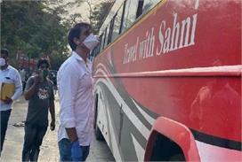 सोनू सूद ने प्रवासी मजदूरों के लिए शेयर किया हेल्पलाइन नंबर