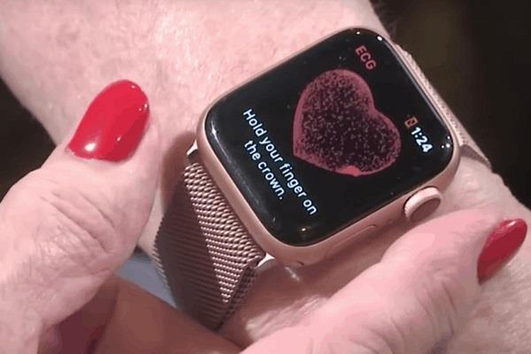 एप्पल वॉच ने बचाई 80 वर्षीय महिला की जान, अस्पताल पहुंचने पर डालना पड़ा हार्ट में स्टेंट