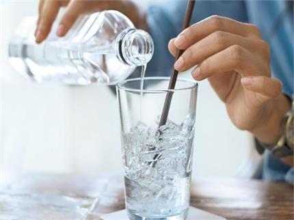 लंबे समय तक वॉटर बॉटल का पानी कैसे रखें ठंडा?