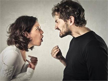 लॉकडाउन में इन 5 वजहों से बढ़ रहे मियां-बीवी के झगड़े