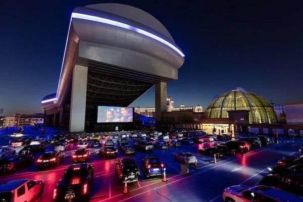 कोरोना वायरस के चलते दुबई में शुरू होगा ड्राइव-इन सिनेमा, कार में बैठे देख सकेंगे फिल्म