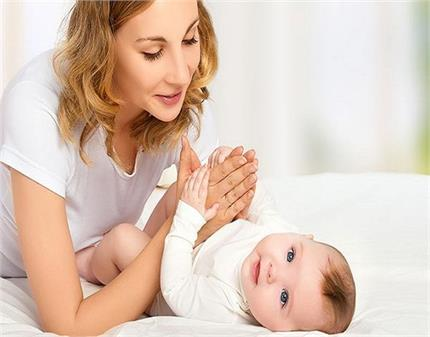 गर्मी में शिशु की त्वचा की यूं करें देखभाल, नहीं होगी घमौरियां