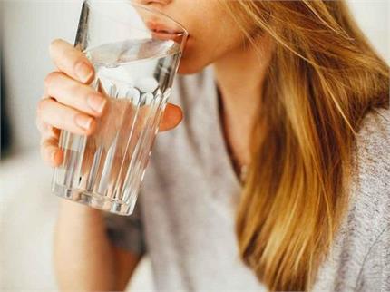कई बीमारियों का इलाज है पानी, जानिए कब कितना सेवन जरूरी?