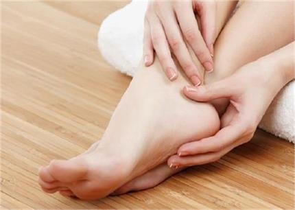 Summer Skin Care Tip: पैरों को खूबसूरत बनाएगा घर पर बना ये स्क्रब