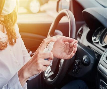 कार में हैंड सैनिटाइजर रखना नहीं खतरे से खाली, जानिए वजह