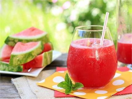 खुद बनाएं हेल्दी और टेस्टी Watermelon Juice