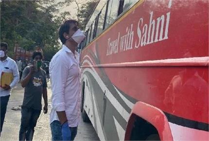मुंबई से दरभंगा पहुंची प्रवासी महिला को हुआ बेटा तो नाम रखा 'सोनू सूद'
