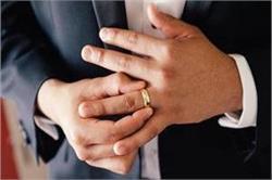 कोरोना से व्यक्ति की रिंग फिंगर का कनैक्शन, शोध में हुआ हैरानीजनक खुलासा