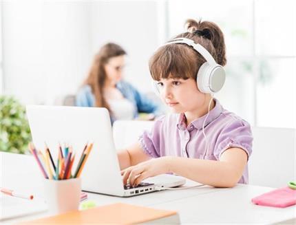 ऑनलाइन पढ़ाई कहीं कर ना दें आंखों को धुंधला, ध्यान में रखे ये बातें