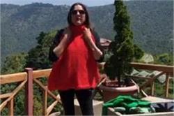 नीना गुप्ता ने ' Vocal For Local' को किया स्पोर्ट, बनवाए गांव की महिलाओं से स्वेटर