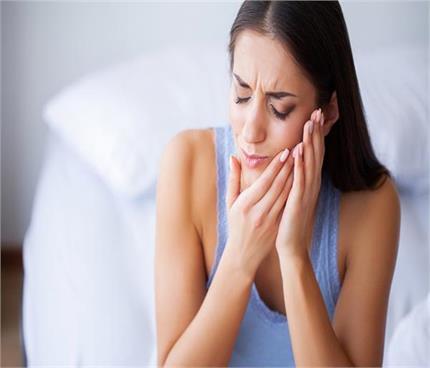 दांत का कितना भी जिद्दी दर्द हो मिनटों में मिलेगा आराम