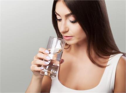 Health Tips: पानी का स्वाद लगता है फीका तो क्या करें?