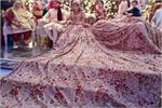 Real Bride: 1 नहीं 2 नहीं, 100 किलो का लहंगा पहन स्टेज पर पहुंची...
