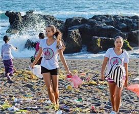 कोरोना काल में भी डटी रहीं ये बहनें, बाली को प्लास्टिक फ्री...