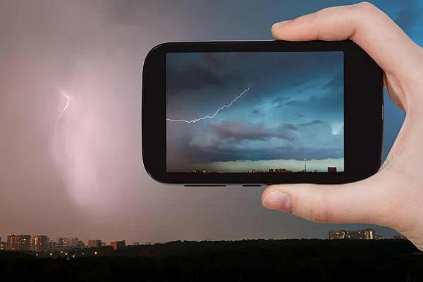 बिहार सरकार ने लॉन्च की Indravajra एप्प, बिजली गिरने से 45 मिनट पहले आपको मिलेगा अलर्ट
