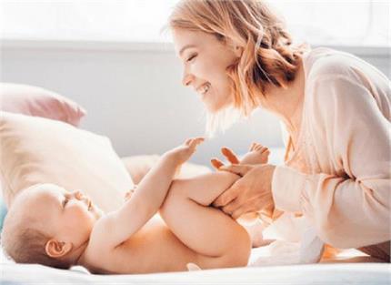 New Mommy: मानसून में कैसे करें नवजात की केयर?