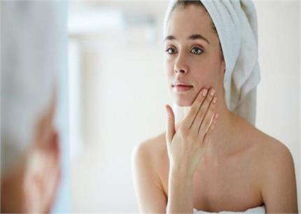 नमक के पानी का करें इस्तेमाल, मिलेगी बेदाग त्वचा