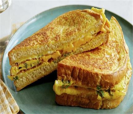 बिना अंडे के इन चीजों से बनाएं ब्रेड ऑमलेट