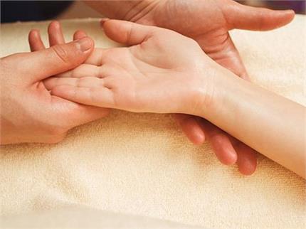 जानिए, क्या कहती है आपके हाथों में बनी विवाह रेखा?