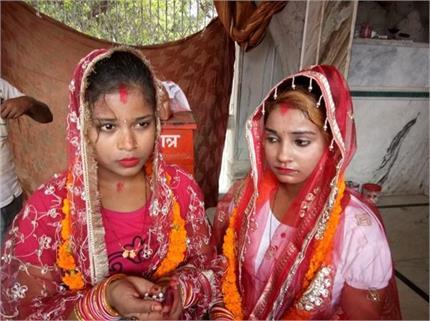 जमाना कितना बदल गया... शादी के बंधन में बंधी दो बहनें, वजह कर देगी...