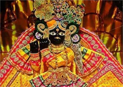 अपने आप प्रकट हुई थी बांके बिहारी की मूर्ति, जानिए इस मंदिर से जुड़ी...