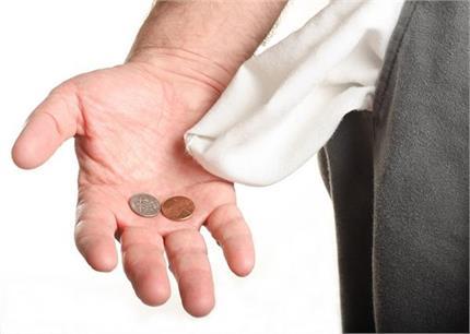 पैसा खा जाती हैं तिजोरी में रखी ये चीजें इसलिए जरा ध्यान दें