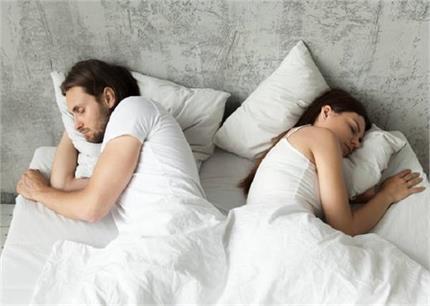 चैन की नींद लेनी हैं तो पार्टनर से लें Sleep Divorce, जानिए कैसे ?