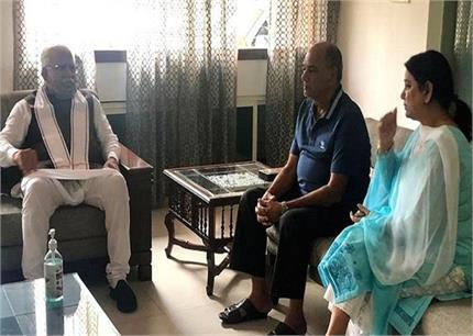 हरियाणा के सीएम ने की सुशांत के परिवार से मुलाकात, बहन नहीं रोक पाई...