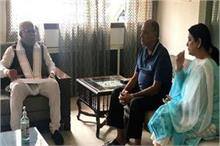 हरियाणा के सीएम ने की सुशांत के परिवार से मुलाकात, बहन नहीं...