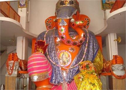 भारत के सबसे बड़ी गणेश प्रतिमा, कपड़े पहनाने में ही लगते हैं 14 दिन