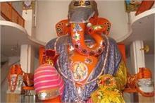 भारत के सबसे बड़ी गणेश प्रतिमा, कपड़े पहनाने में ही लगते...