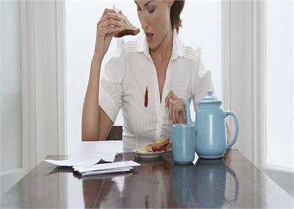 चाय हो या अचार, सिरके और गर्म पानी से दूर होंगे कपड़ों पर पड़े गहरे...