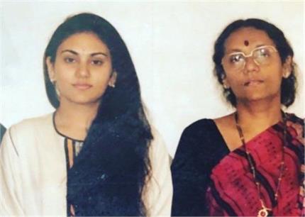 मां के निधन से टूट गई 'रामायण' की सीता