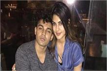 रिया और शौविक की Whatsapp चैट लीक, सुशांत को की गई ड्रग्स...