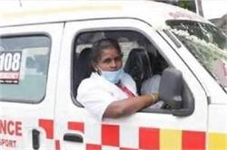 देश की पहली महिला एंबुलेंस ड्राइवर बनी वीरलक्ष्मी, कहा- पैसों से ज्यादा लोगों की सेवा जरूरी