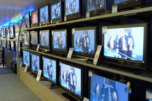 कल से महंगे होने वाले हैं TV, जानें 32 इंच और 43 इंच मॉडल की कितनी बढ़ेंगी कीमतें