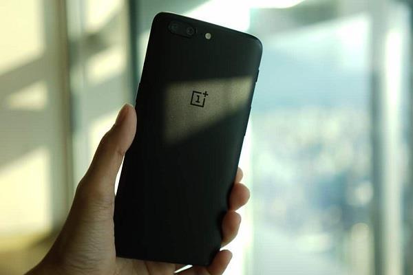 OnePlus के पुराने स्मार्टफोन्स में सामने आई दिक्कत, वक्त पर नहीं मिल रहे अपडेट्स
