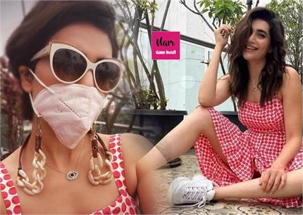 Fashion Trend: करिश्मा की तरह क्या आपने ट्राई किया ज्वैलरी अटैच मास्क?