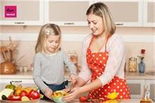 बच्चों को कुकिंग सीखाना बहुत जरूरी मगर इन बातों का रखें खास...