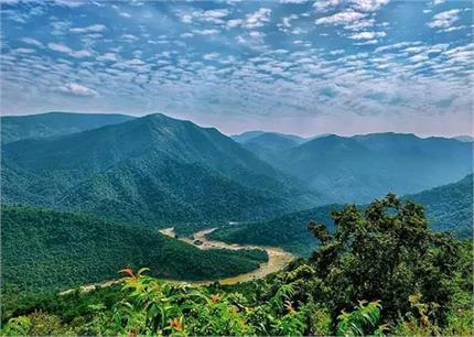 खूबसूरत झरने व मंदिर से मशहूर है ओडिशा की देवमली पहाड़ी, देखें...