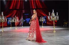 लैक्मे फैशन वीक में मलाइका अरोड़ा ने लगाए चार चांद,...