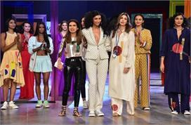 lakme Fashion Week : श्वेता बच्चन की simplicity के कायल...
