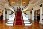 सही दिशा में बनी सीढ़ियां घर में ला सकती है Positivity
