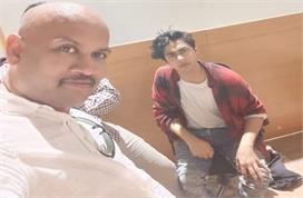 NCB ऑफिस में डरे और घबराए नजर आए शाहरुख के बेटे आर्यन खान,...
