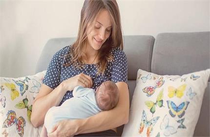 नई मांएं ना करें ब्रेस्ट फीडिंग से जुडे़ इन Myths पर विश्वास, जानिए...