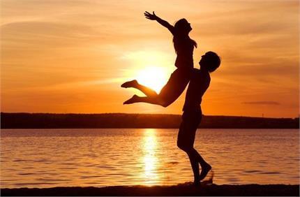 रिश्ते में मजबूती लाने के लिए अपनाएं ये Tricks, लंबे समय तक प्यार...